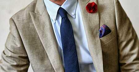 گره چهار در دست کراوات