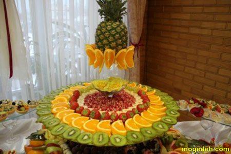 زیین میوه در ظرف پایه دار