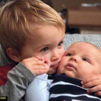 حسادت فرزند اول نسبت به فرزند دوم و رفتار مناسب با فرزند اول