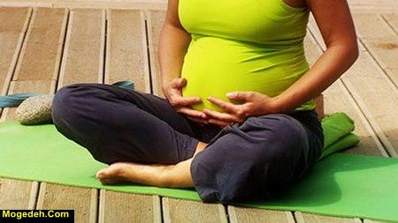 آموزش حرکات یوگا در دوران بارداری