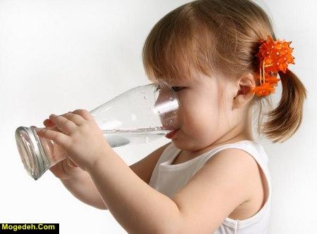طریقه آب دادن به نوزاد