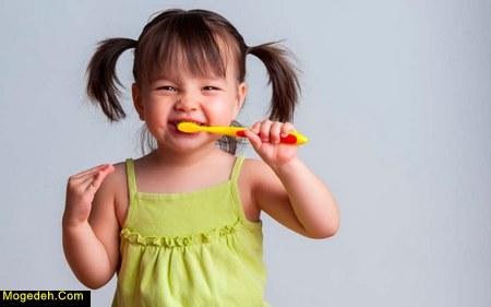 چگونه کودکان را به مسواک زدن تشویق کنیم